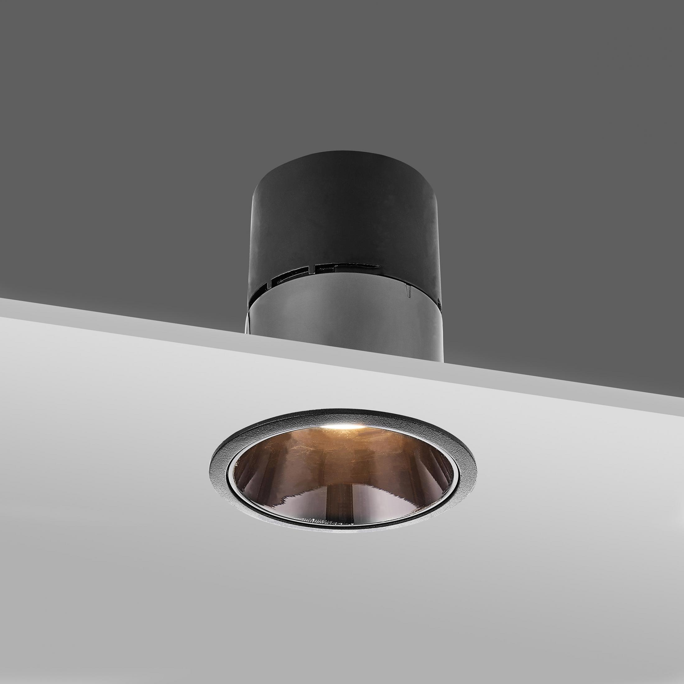Interior recessed ceiling downlight